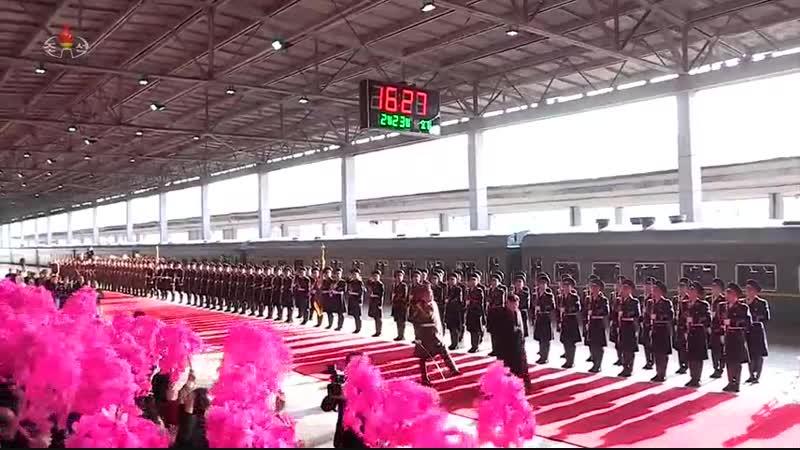 조선로동당 위원장이시며 조선민주주의인민공화국 국무위원회 위원장이신 우리 당과 국가, 군대의 최고령도자 김정은동지께서 제2차 조미수뇌상봉과 회담을 위하여 평양을 출발하시였다