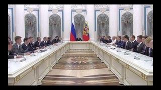 Путин призвал кабмин подавать пример конструктивного сотрудничества с Народным фронтом