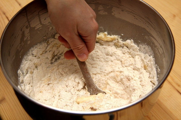 Домашние медовые пряники с белковой глазурью, изображение №9