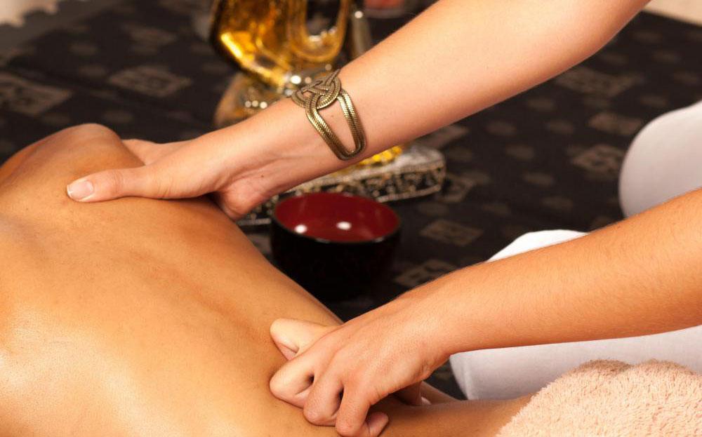 Услуги массажа могут быть предложены в оздоровительном центре.