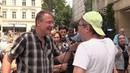 Grauhaariger Kiekser vs Michael Stürzenberger: Sie verbreiten verbalen Hass