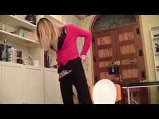 .girls pissing on toilet (инет)