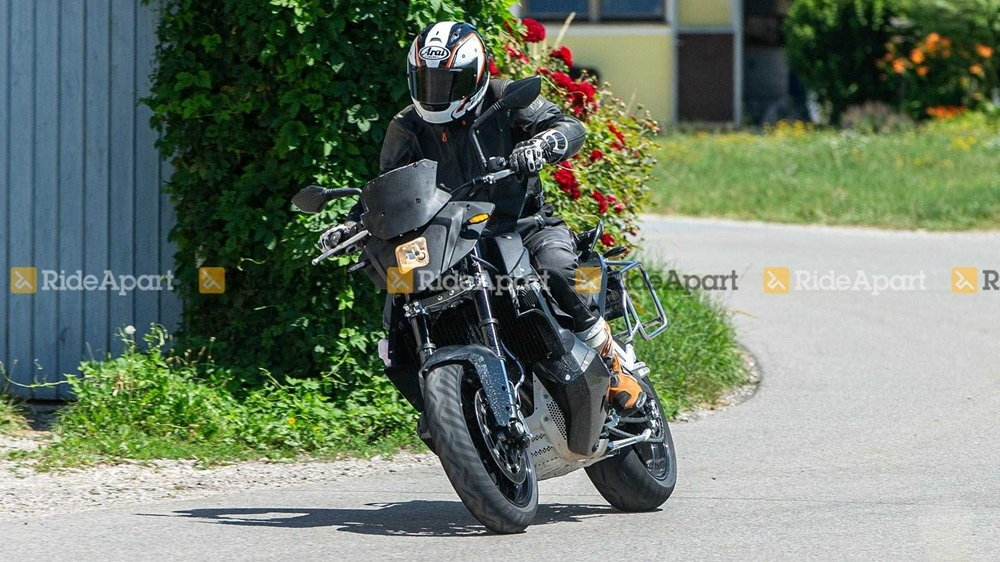 Шпионские фото KTM Supermoto 890