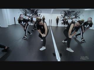 Alexandra Kalinina Girly Hip-Hop