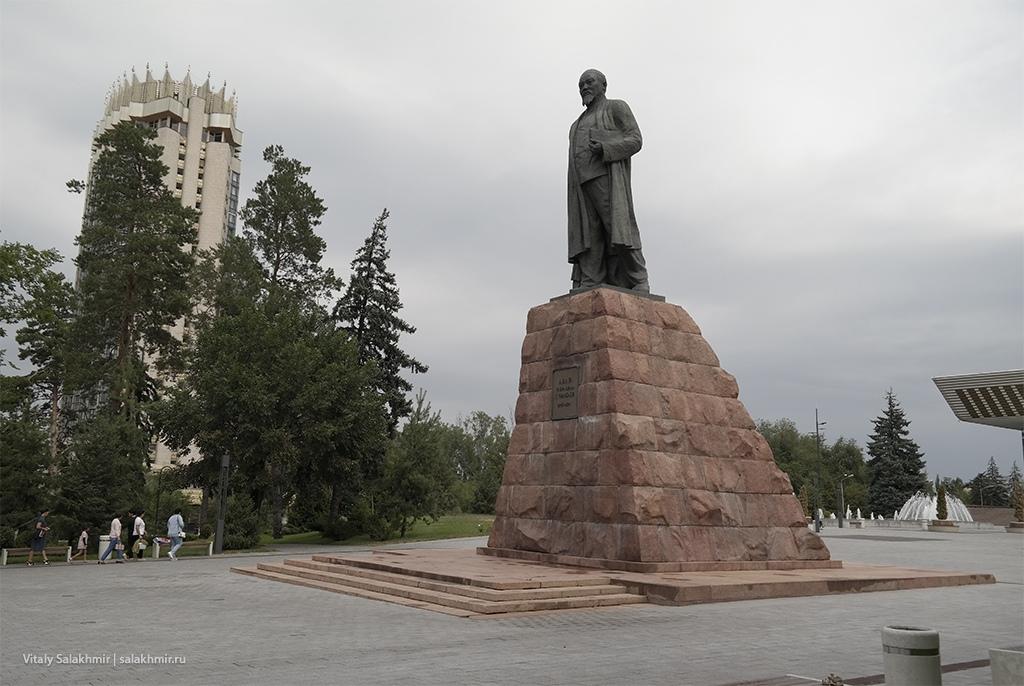 Памятник Абаю, проспект Достык, Алматы 2019