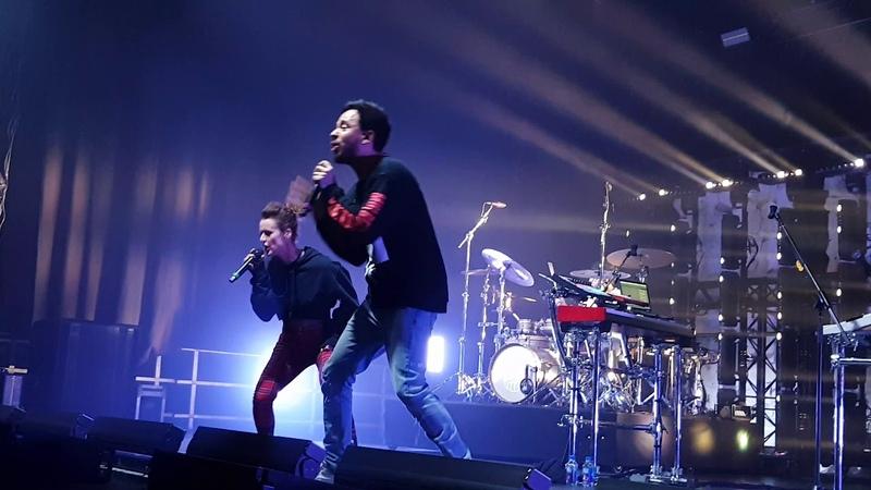 Mike Shinoda Jennifer Weist a place for my head front row Berlin 02 03 19