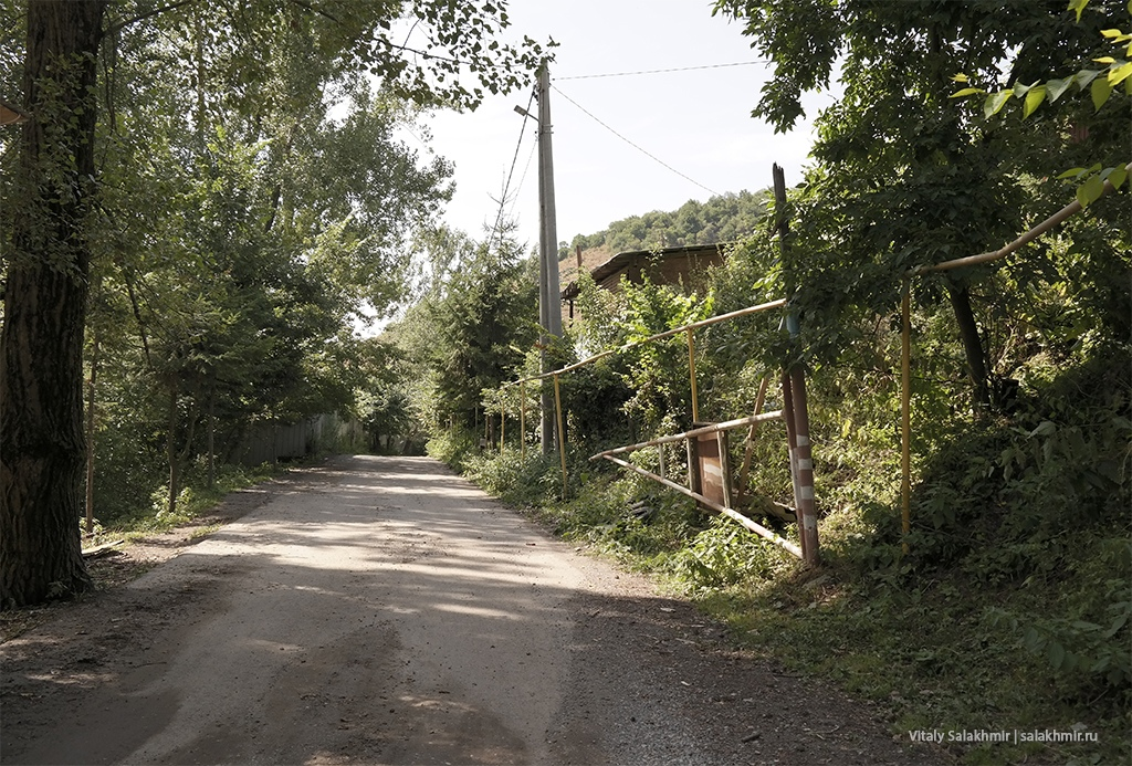 КПП в Березовой роще Алматы, Казахстан 2019