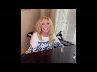 Таисия Повалий спела украинские народные песни