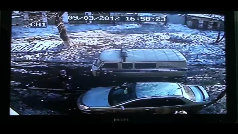 Упал снег с крыши на машину 2