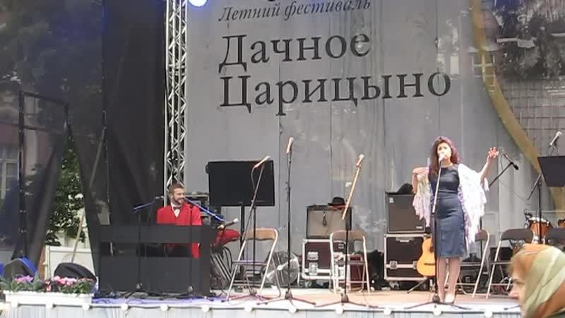Денис Сорокотягин Авриль, исполняет дуэт Неловин: Денис Сорокотягин, Ксения Белолипецкая