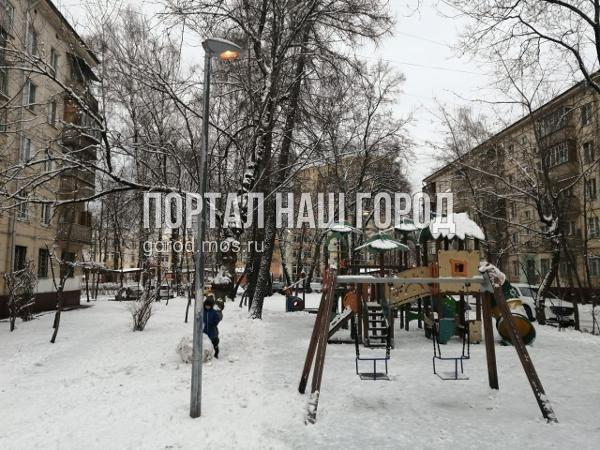 Коммунальные службы заменили лампы в фонарях во дворе на Федора Полетаева