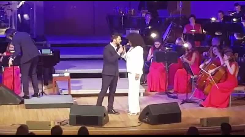 Белинда Дэвидс солистка Whitney Houston Show 2
