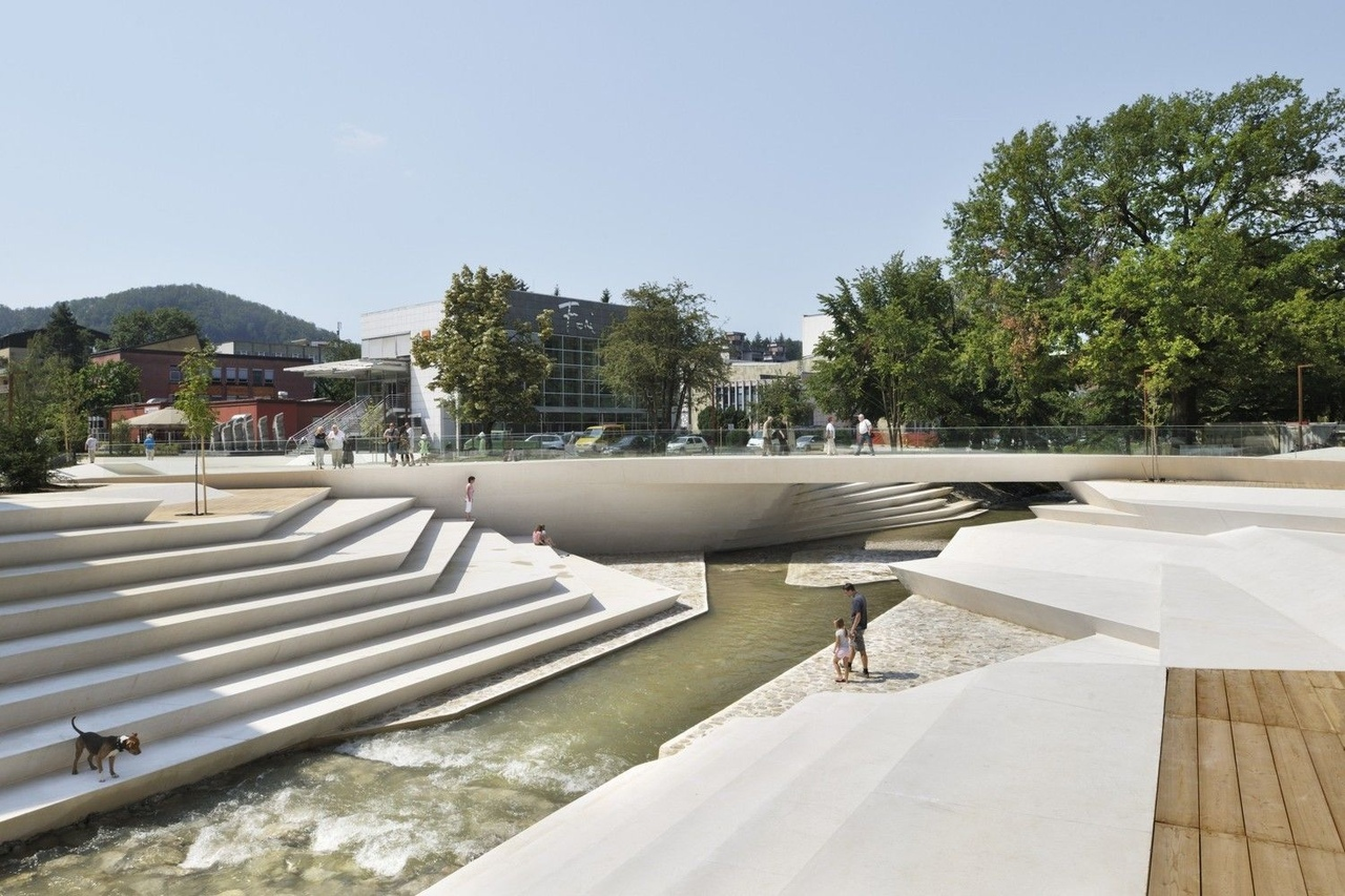 10 Public Spaces: From Tiny Squares to Urban Parks