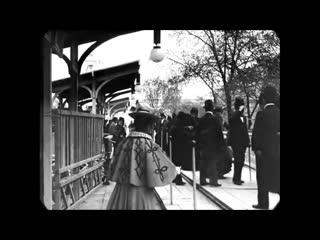 ~ 1900 год ~ Движущаяся электрическая дорожка, аллея, тротуар, траволатор на Парижской экспозиции, всемирной выставке.