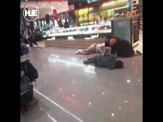 В Таиланде грабитель ювелирного магазина расстрелял покупателей во время налета