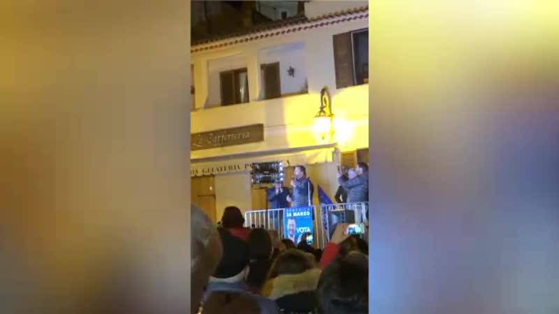 Elezioni Basilicata, Salvini contestato a Maratea striscione No Lega e coro Viva i terroni
