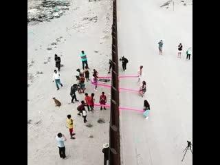 Качели вдоль границы сша и мексики | strelka mag
