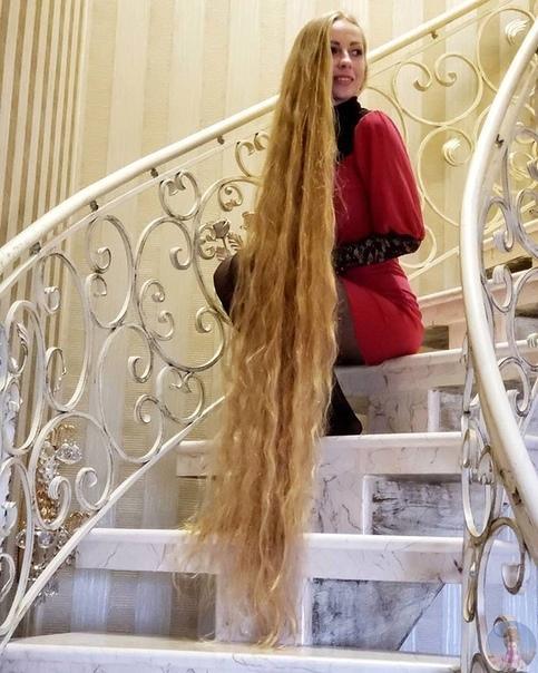 Девушка не стрижёт волосы уже 30 лет...