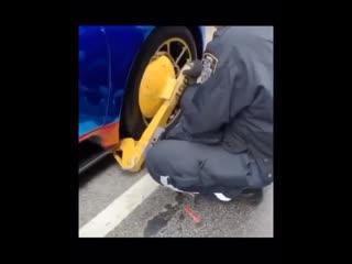 Cops boot lil uzi's $3 million dollar car👮🏻♂️🤦🏻♀️