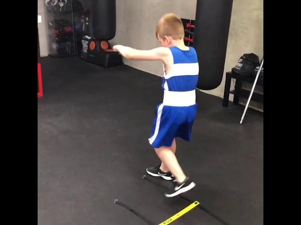 Два варианта работы на координационной лестнице в боксе