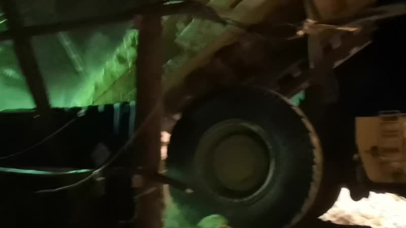 Лопата в 90 тонн и скоростью в 65 км в час.