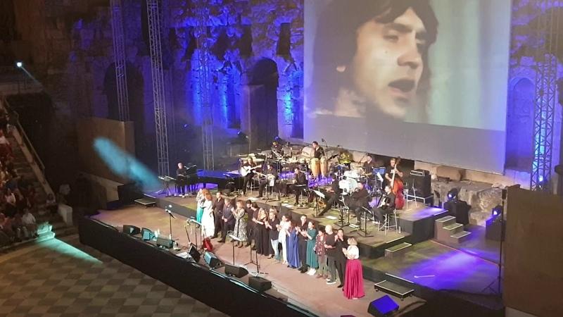 Γιώργος Νταλάρας όλοι οι καλεσμένοι μαζί Μη μου θυμώνεις μάτια μου live στο Ηρώδειο Menta 88
