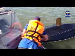 Подростки перевернулись на парусной яхте