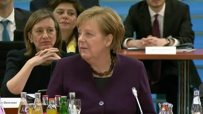11- Integrationsgipfel -Bundeskanzlerin Angela Merkel und Staatsministerin Annette Widmann- Mauz
