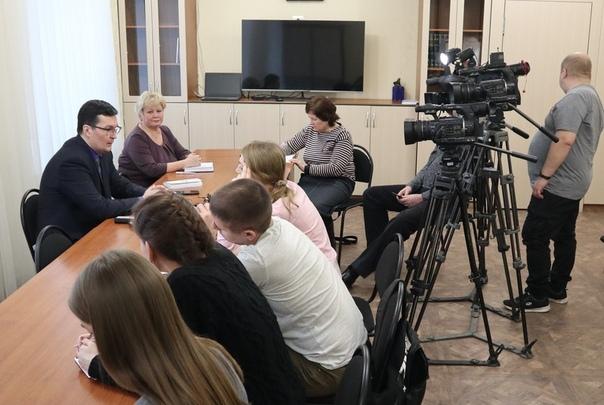 Андрей Кочеров рассказал о нацпроектах, заработной плате и о новой программе  «Земский учитель»