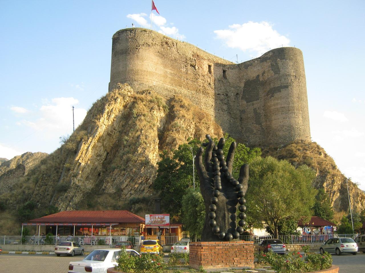 Эффектная крепость в Олту (провинция Эрзурум)