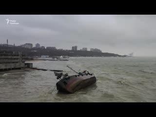 """Авария танкера """"Делфи"""" под Одессой: Опубликовано видео с дрона"""