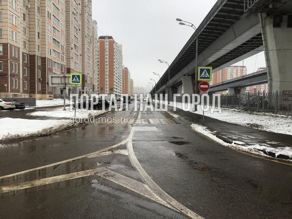 Дорожные службы восстановили знаки на участке дублера проспекта Защитников Москвы