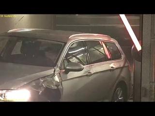 Volkswagen Passat B8 accidente en parking