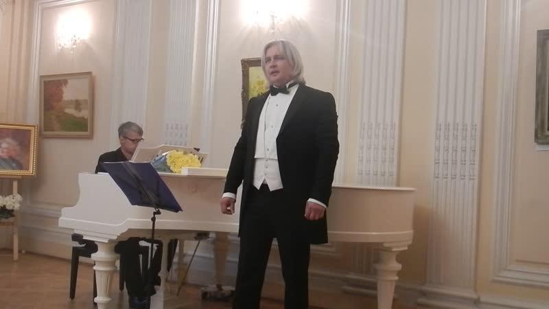 Есть одна хорошая песня у соловушки.Поет Сергей Зыков.
