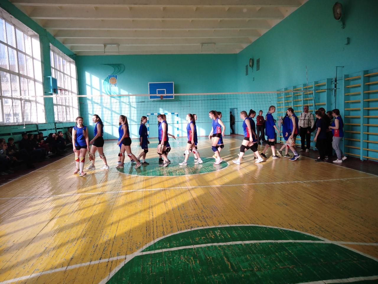 В Кировском районе прошел полуфинал первенства по волейболу среди девушек