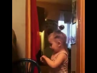 Смотрю в зеркало и говорю кому же такая красота достанется, мама кричит с кухни дай Боже ему силы, здоровья и терпения