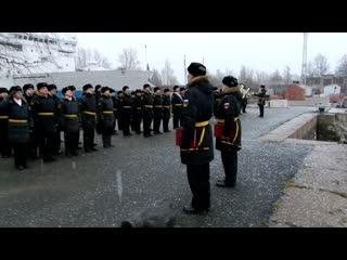 Торжественная церемония спуска Андреевского флага с подводной лодки Выборг.