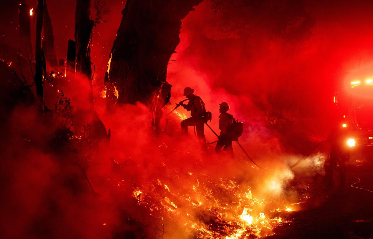 Лесные пожары в Калифорнии продолжаются (США)