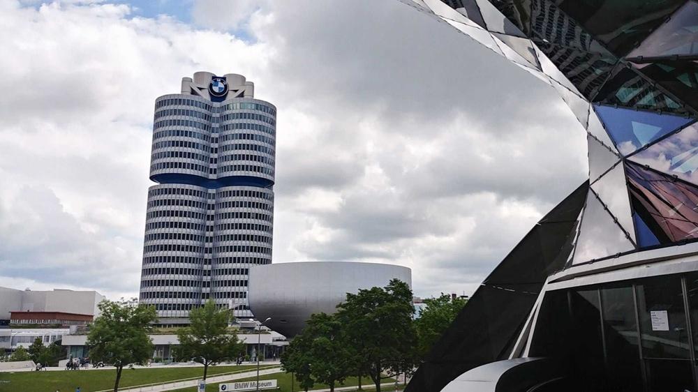 BMW теперь выпускает маски