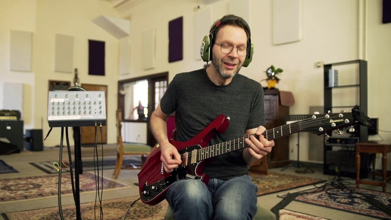 Paul Gilbert - Blues For Rabbit (Behold Electric Guitar)