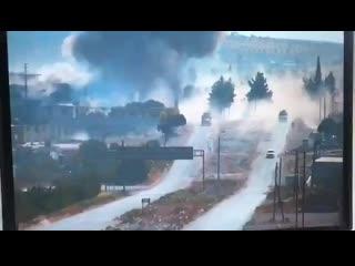 Момент подрыва российского патруля на трассе М4 в сирийской провинции Идлиб.