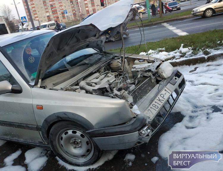 На перекрёстке Сябровской и Рябиновой жёсткое ДТП, потребовалась помощь медиков