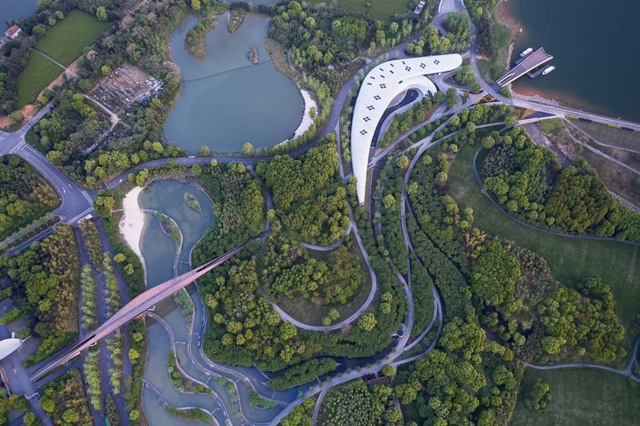 The launch area of Lan Lake Resort  / Shanghai Tophill Urban Design Consulting Co.