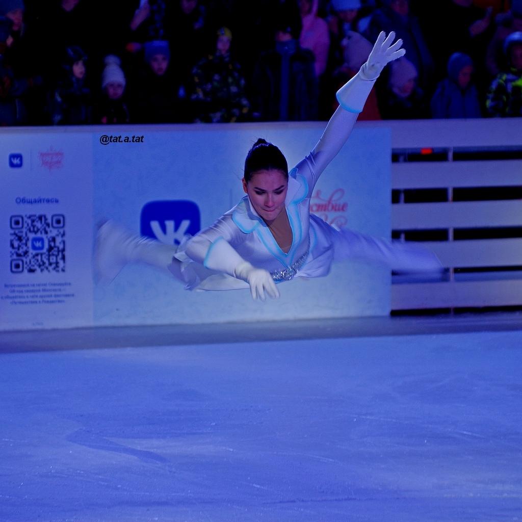 Ледовые шоу-6 - Страница 42 6VVuG2SNs9M