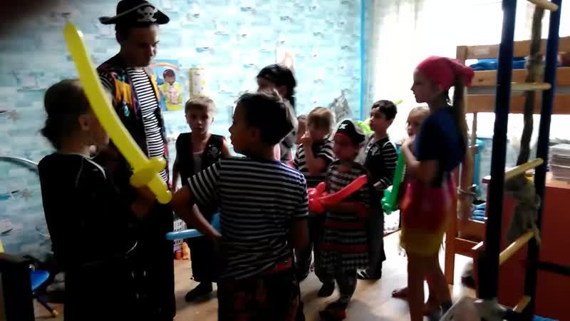 Илья 9 лет шарики-мечи