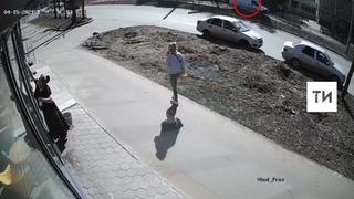 Момент смертельного наезда на юношу у медколледжа в Казани попал на видео