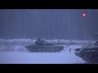 Танкисты-десантники провели боевые стрельбы из штатного вооружения танков #Т72 Б3 под Псковом #ВДВ