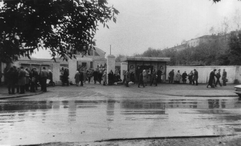 Вид на Октябрьский рынок. 1970-е гг. Фото: Б. К. Лысов (ЦГАКО).