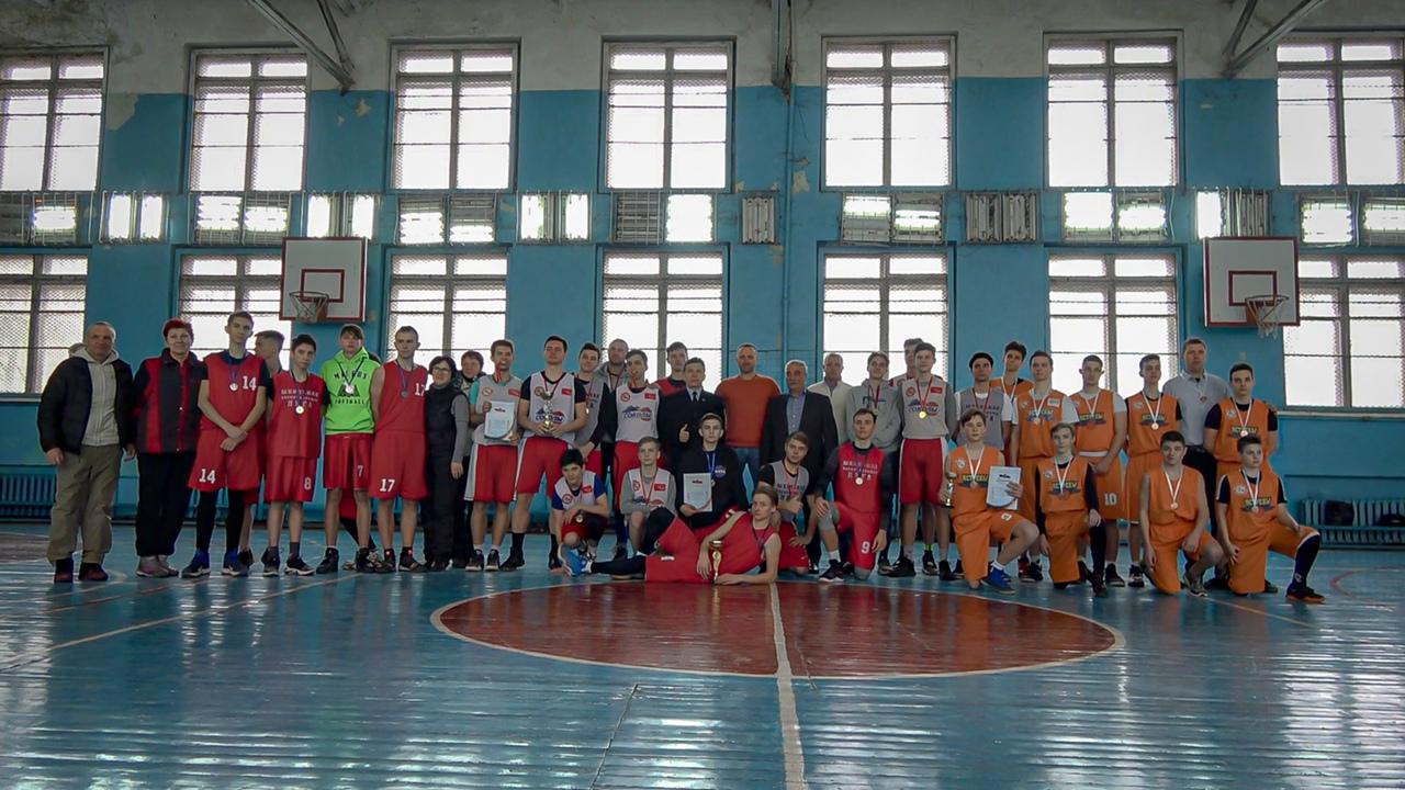 В Донецке состоялось первенство города по баскетболу среди юношей