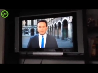 Парень выбежал из дома, чтобы попасть в кадр [720p]